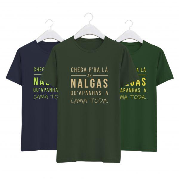 foto da tshirt chega pra la as nalgas verde, azul e verde floresta da colecção alentejanices tixico